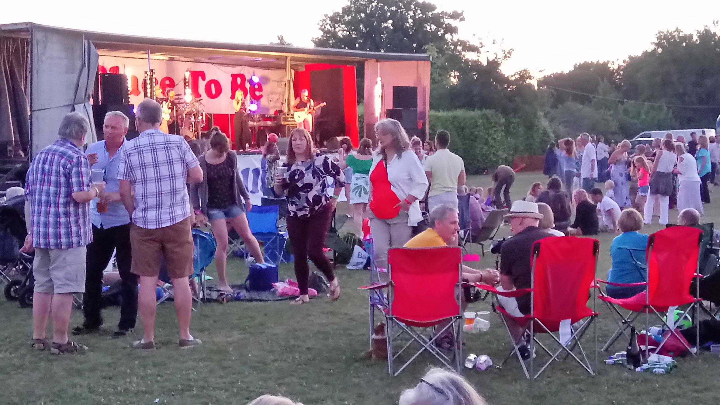Summer evening enjoyment at Grattonbury