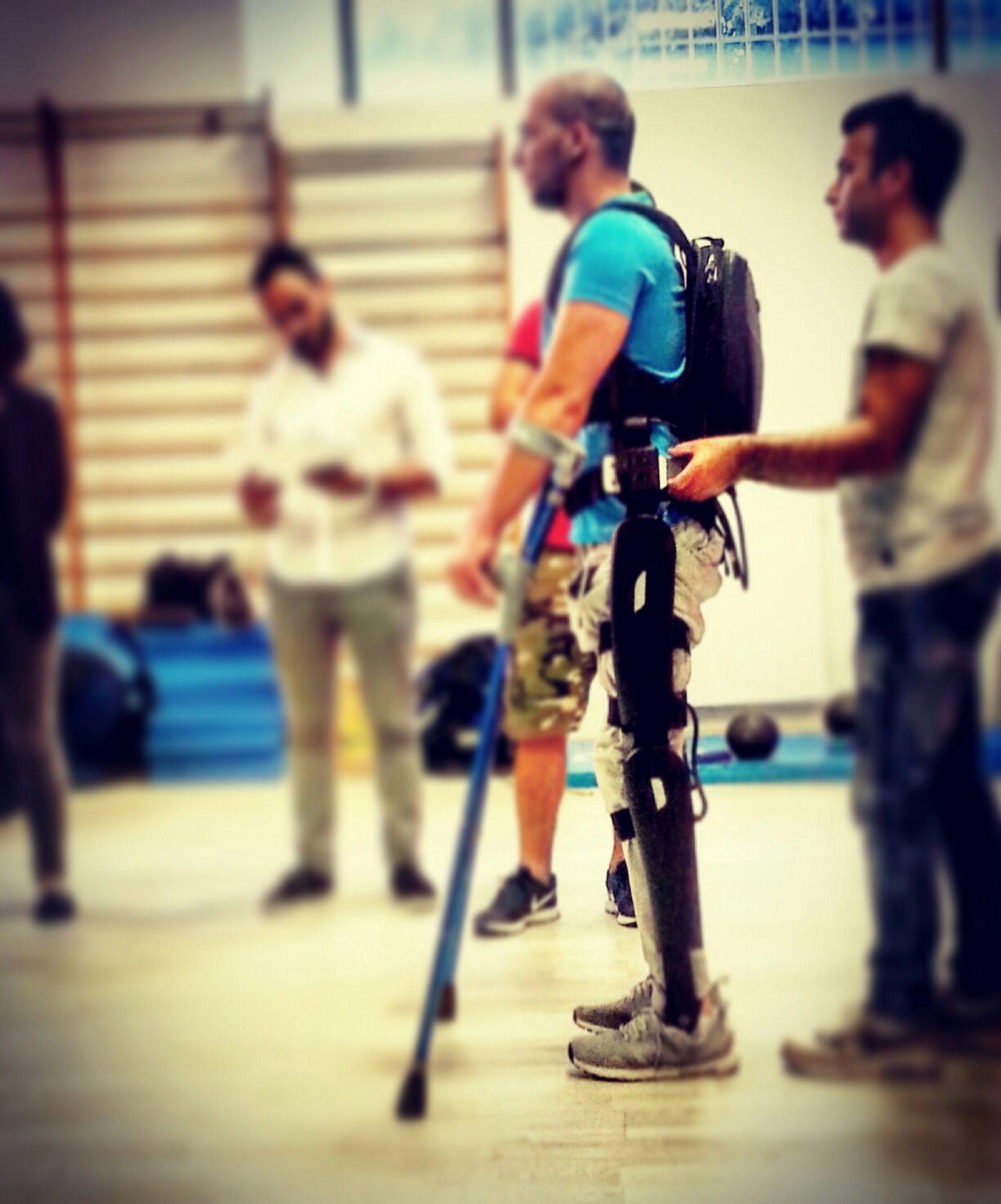 Il nostro centro si può considerare alla stregua di una palestra per normodotati dove le persone con lesioni al midollo spianale possono svolgere un'attività aerobica in posizione ortostatica e beneficiare, come documentato da dati scientifici, di una serie di miglioramenti. -