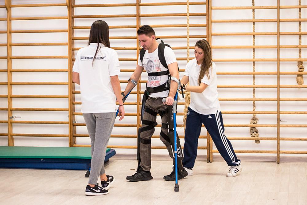 3-un-passo-in-avanti-palestra-per-lesioni-spinali-roma-esoscheletro-benefici.jpg