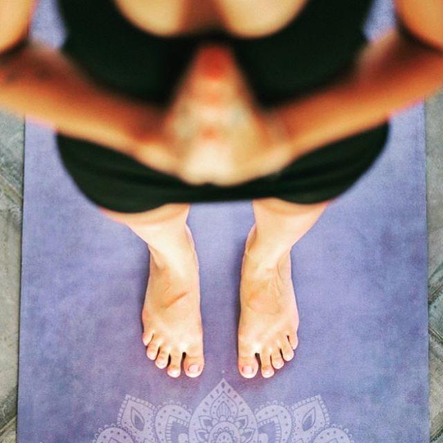 """Are you ready to get your summer glow? ✨😎 Der Übergang vom Frühling in den Sommer ist die Zeit, in welcher die feurige Yang-Energie an Kraft gewinnt und die Natur in ihrer vollen Pracht erblüht. Die Sommersonne bringt Wärme, Licht und Leben. Perfekt, um unser inneres Feuer ebenfalls zu entfachen, um zu wachsen, sich auszudehnen und neue Energie zu tanken. In diesem zweistündigen Yoga-Special arbeiten wir deshalb gezielt mit unserer """"Core""""-Energie und ausgesuchten Atemübungen (Pranayama), um unsere Mitte zu stärken und zu stabilisieren. Der """"Core"""" oder """"Kern"""" des Körpers wird oft als Bauchmuskulatur bezeichnet, umfasst aber eigentlich die gesamte Rumpfmuskulatur zwischen Hüfte und Schultern. Die Stärkung dieser Muskelgruppen bringt somit weit mehr als einen flachen Bauch.Ein stabiler und starker """"Core"""" lässt dich freier und sicherer durch deine Yogapraxis fliessen, schenkt dir Kraft und Balance und hilft, deinen Herzbereich zu öffnen. Shine from the inside out, feeling refreshed, energised and deeply relaxed!Donnerstag, 30. Mai 2019 von 11.00 – 13.00 Uhr im YogaKollektiv @carmen_embodiedyoga #yoga #yogakollektiv #yogastudio #yogaclass #yogacommunity #yogi #yogini #bern #yogabern #englishyogabern #yogaschweiz #yogaswitzerland #yogisofig #love #yogalife #selfrealization #trueyou #innerpeace #om #sukha #selfcare #betruetoyourself #summer2019 #summerglow #yogaglow"""