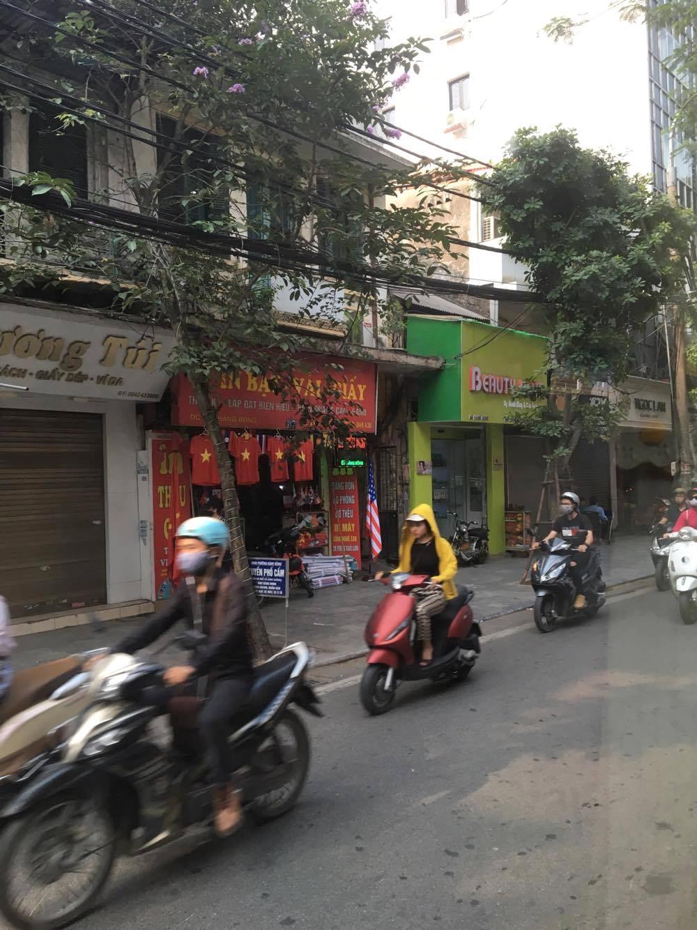 Photo taken from the bus @ Hanoi, Old Quarter