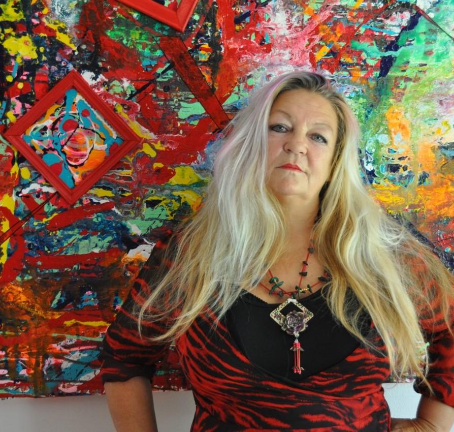 Mit dem Pinsel zaubern – die Niederländerin Zippora Meijer lässt leuchtende Farben sprechen, versteckt in ihren Bildern viele Botschaften.