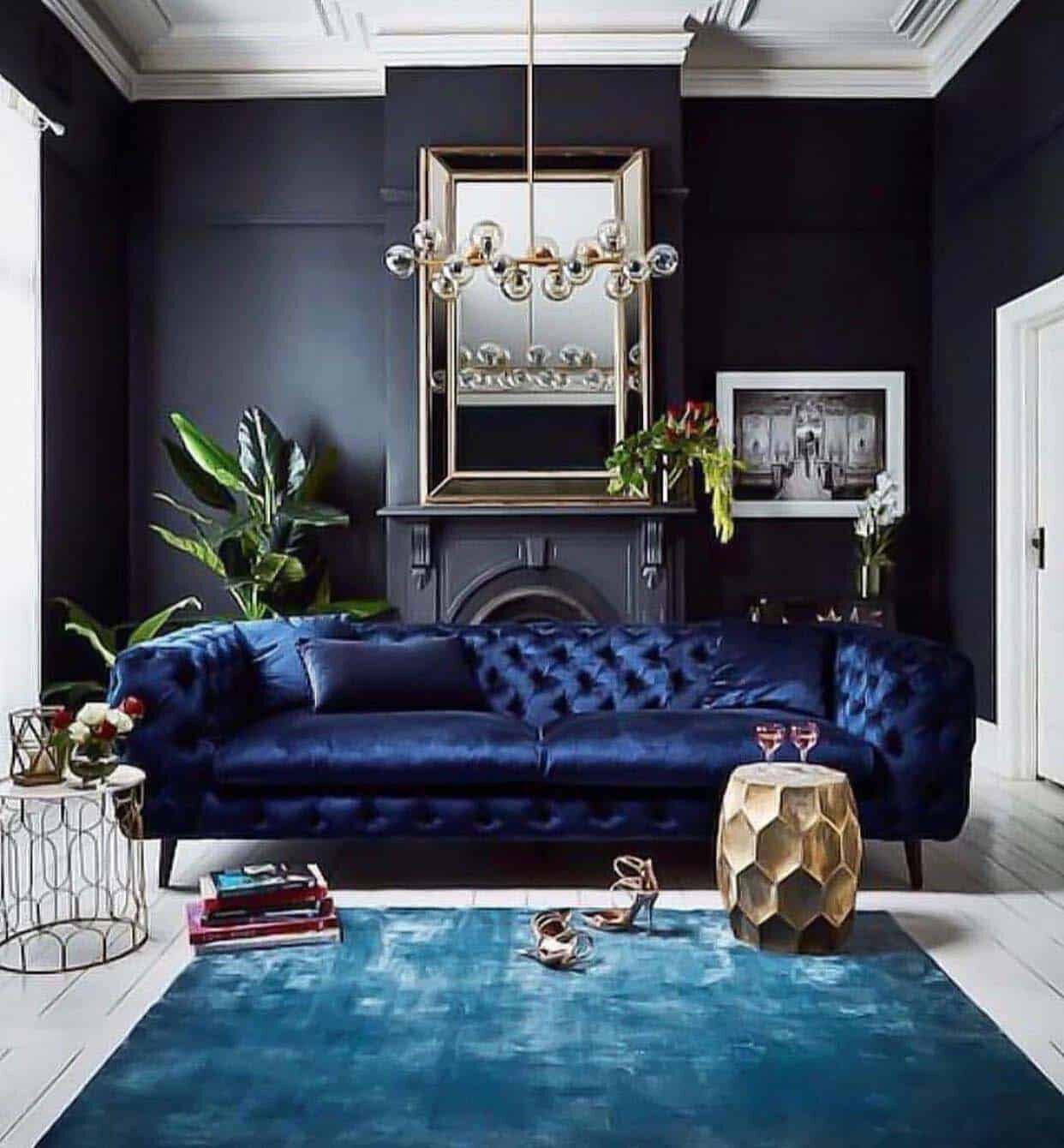 Gorgeous-Living-Rooms-With-Black-Walls-04-1-Kindesign.jpg