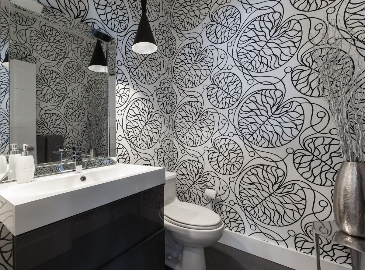 Contemporary-bathroom-design-with-black-and-white-wallpaper-design.jpg