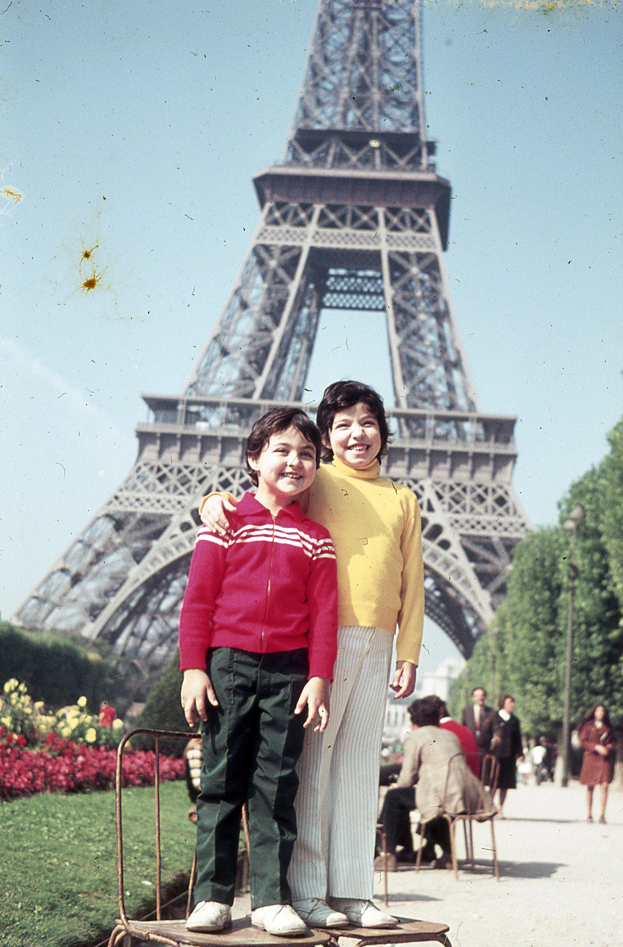 1972 avec ma soeur, lors de mon premier voyage en France