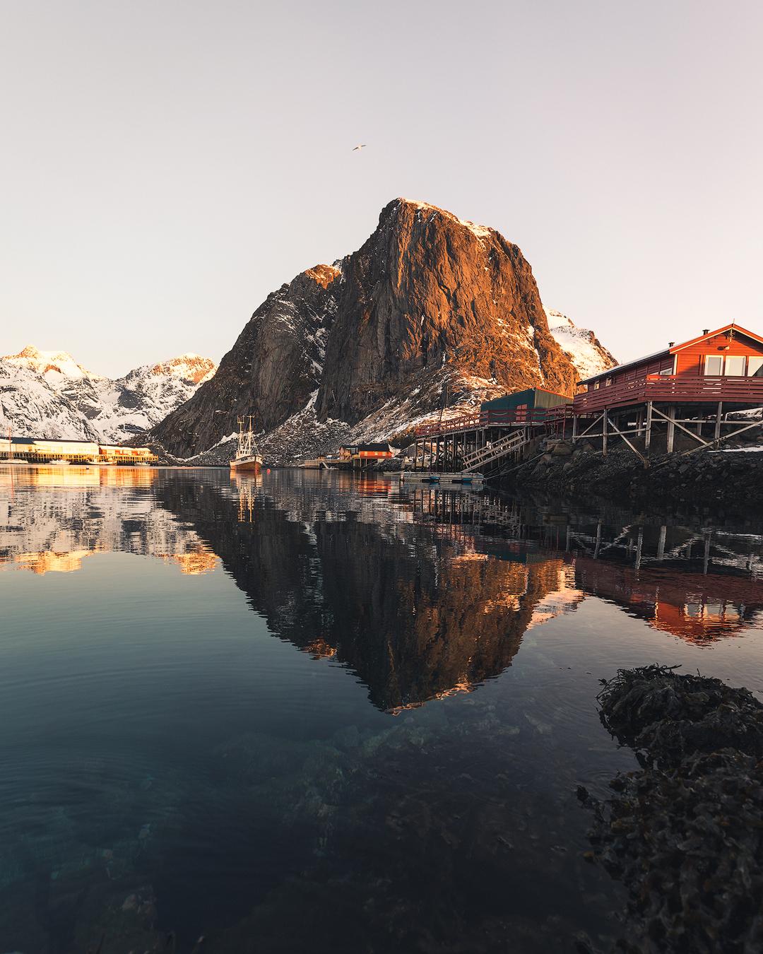 reine-sunrise-boat-kopi.jpg