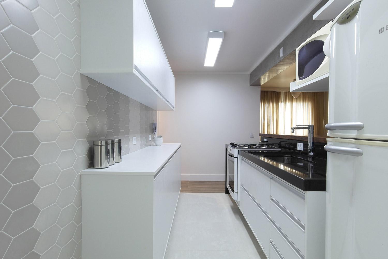 Daniela-Marques-Arquitetura-008-Cozinha-Aberta-Cinza-Branco.jpg