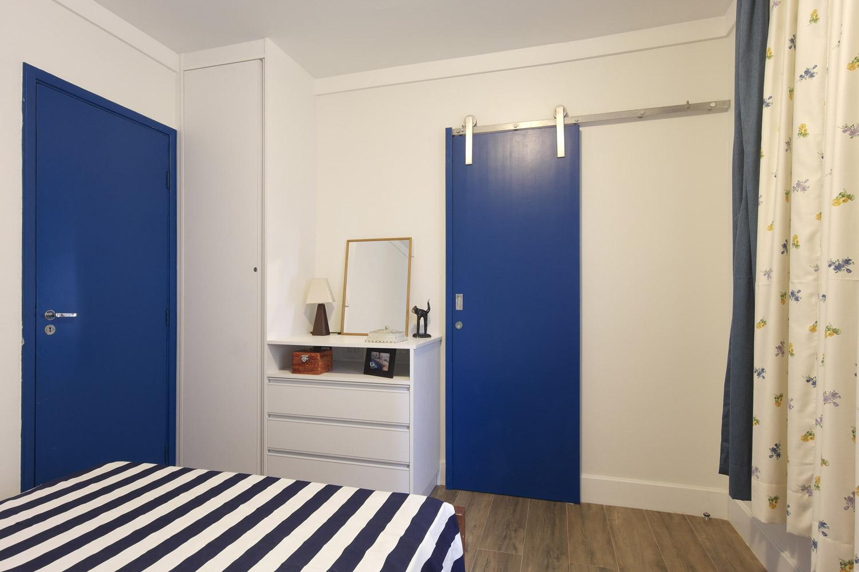 Daniela-Marques-Arquitetura-013-Quarto-Porta-Correr-Azul.jpg