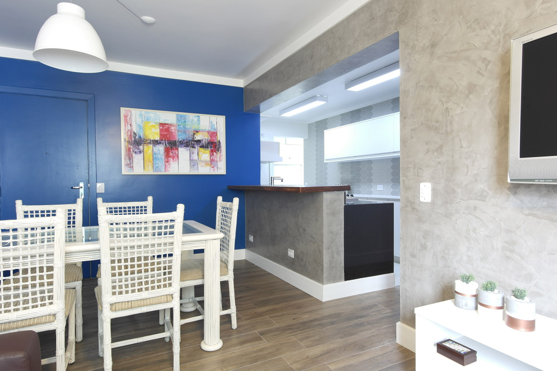 Daniela-Marques-Arquitetura-002-Sala-Azul-Cozinha-Americana.jpg