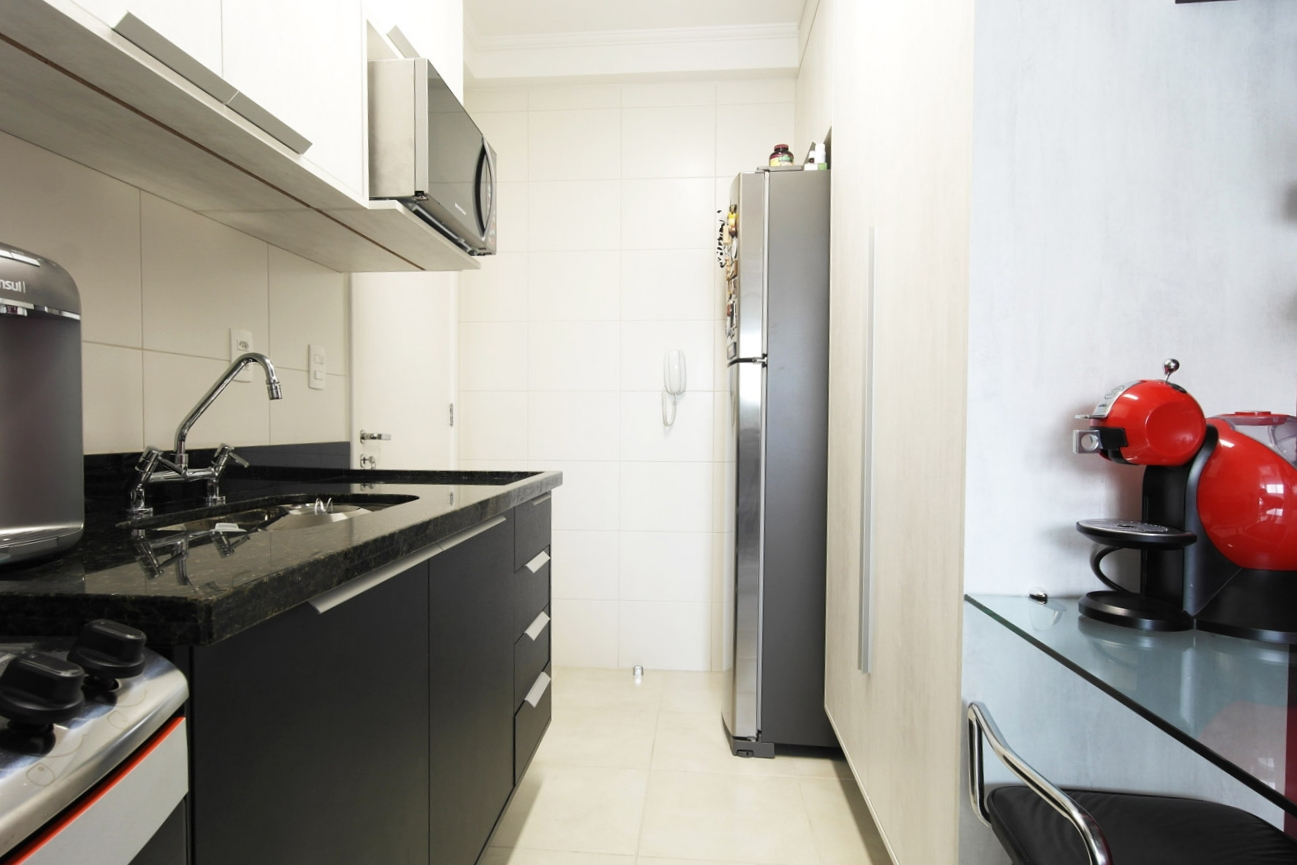 Daniela-Marques-Arquitetura-007-Cozinha-Armario-Preto-Bege.jpg