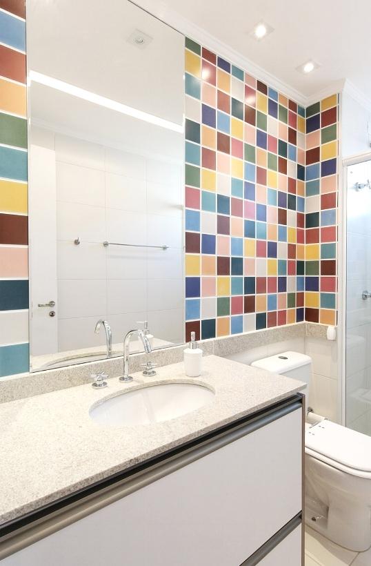 Daniela-Marques-Arquitetura-012-Banheiro-Azulejo-Colorido-Ceramica.jpg