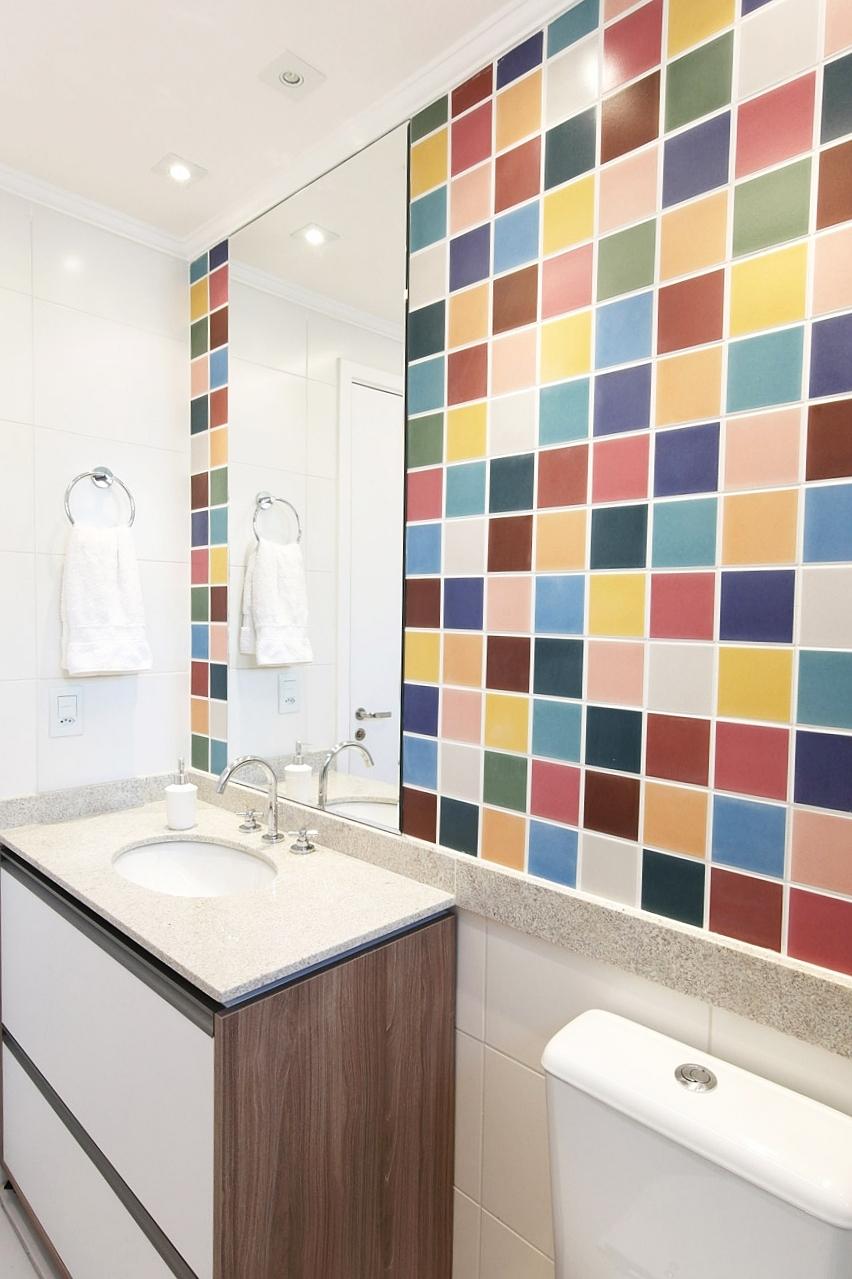 Daniela-Marques-Arquitetura-013-Banheiro-Azulejo-Colorido-Pequeno.JPG.jpg