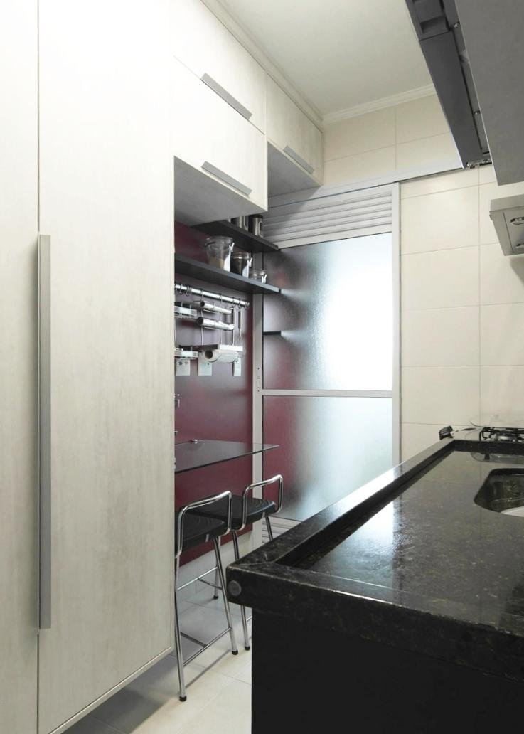Daniela-Marques-Arquitetura-009-Cozinha-Bancada-Refeicoes-Vinho.jpg