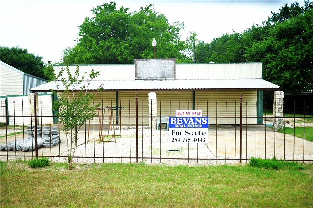 Purchase Price $85,000  1,200 SqFt Commercial  Great commercial property directly off of HWY 22 in Laguna Park, TX . The building features a metal roof, siding, fence and storage building. The building sits on two separate lots and is great for storage, retail space or any type of business.
