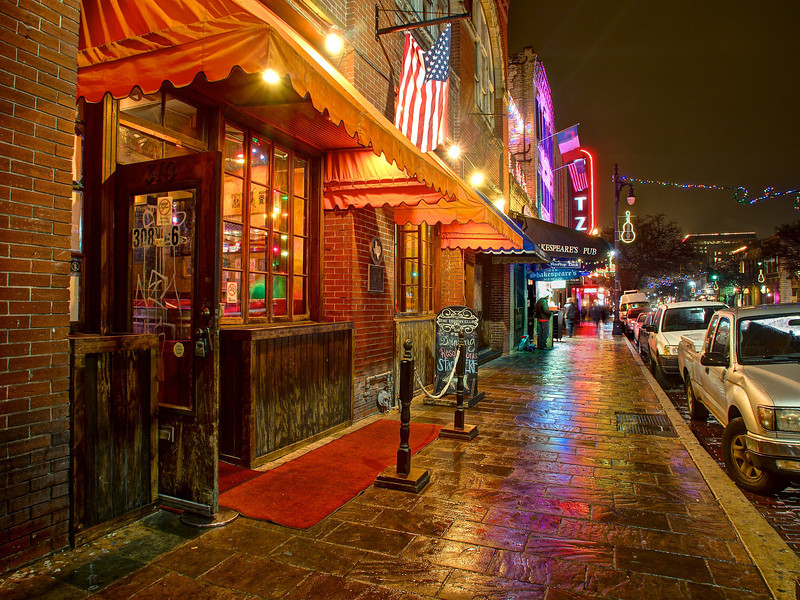 austin-tx-6th-street-rainy-night-04-L.jpg