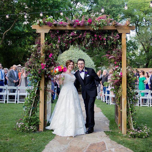 Congratulations 🎉🍾🎊 Emily and Joe Wright 🤩✨💒! . . 📸:@inyoureyesphoto 💒:@hummingbirdhouseaustin 🎧:@atxdjaaron . . #austintexas #wedding #event #dj #audio #visual #lighting