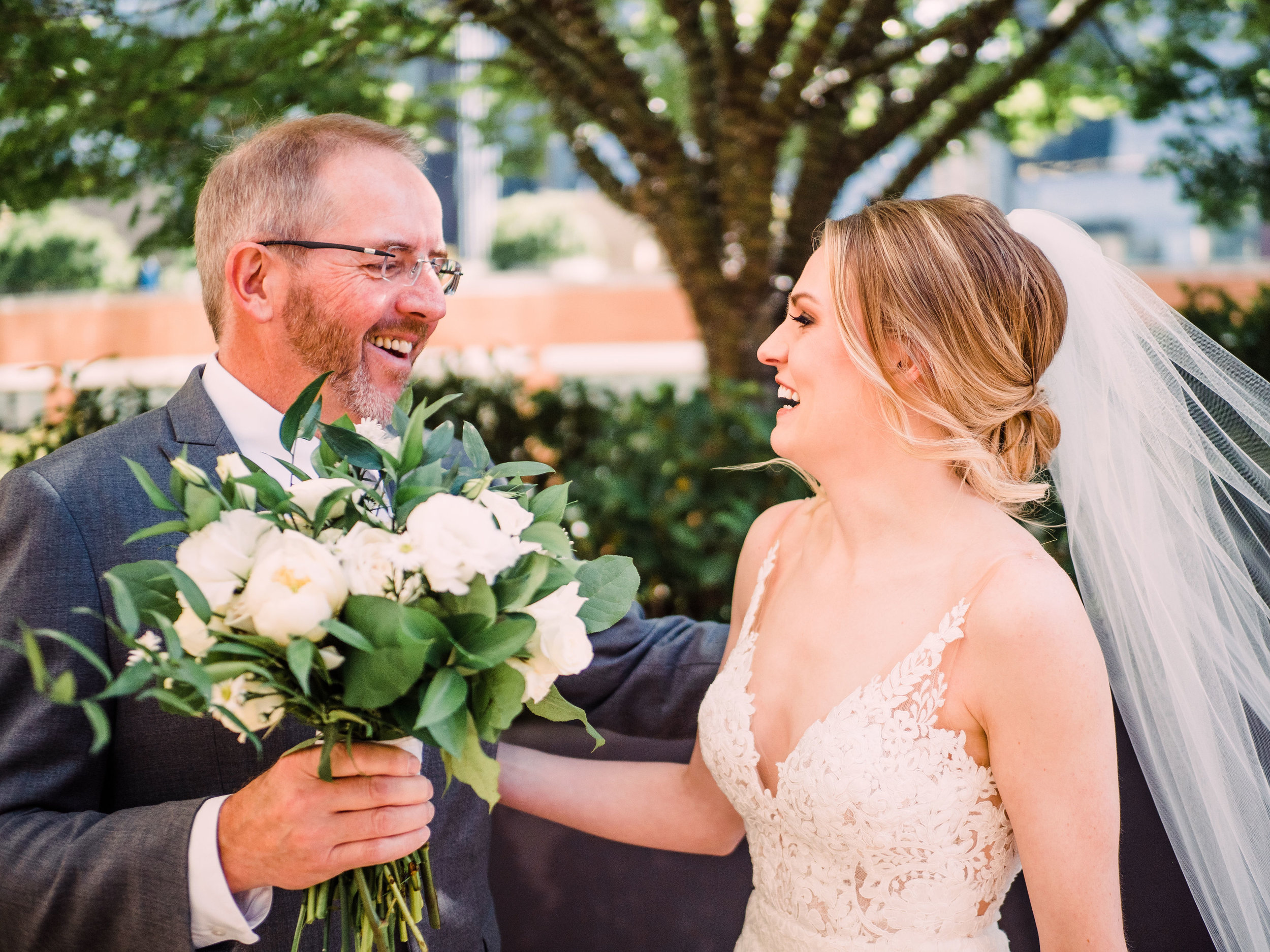 Sara's photographer suggested having her father show her her bouquet for the first time and I though that was such a cute idea!