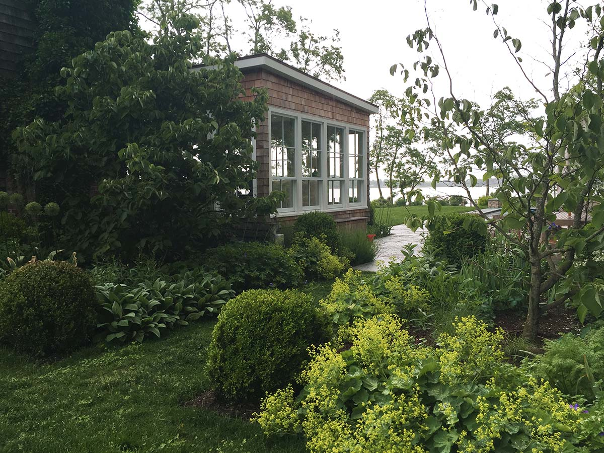 Shelter-Island-NY-Harbor-House-Porch-Exterior-Garden-Landscaping-Studio-Geiger-Architecture-Princeton-New-York.jpg