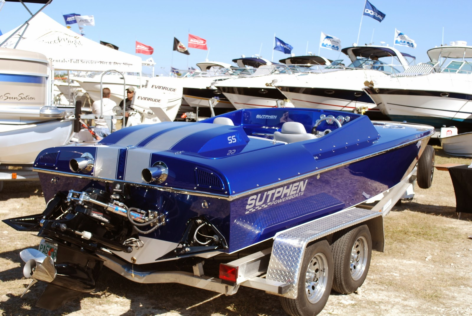 Sutphen - The 21 Sutphen is a close competitor to the 22 Classic. It has a narrow pad and a 20 degree deadrise hull.