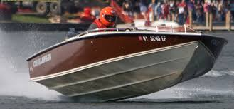 Pad Bottom - The venerable George Linder designed 21 Challenger, a significant design that influenced many other hulls. Regarded for its rough water capability and stability at high speeds.