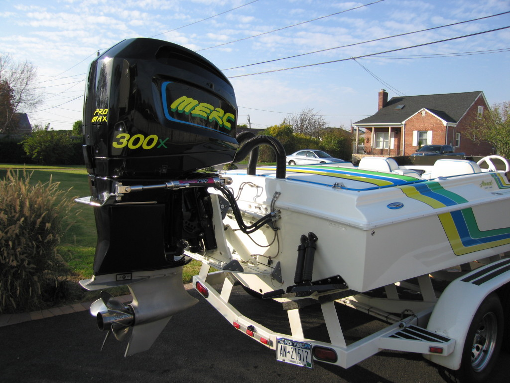Offshore - Very rare Howard 23 Offshore outboard. Narrow 6'6 beam, deep 24 degree V.