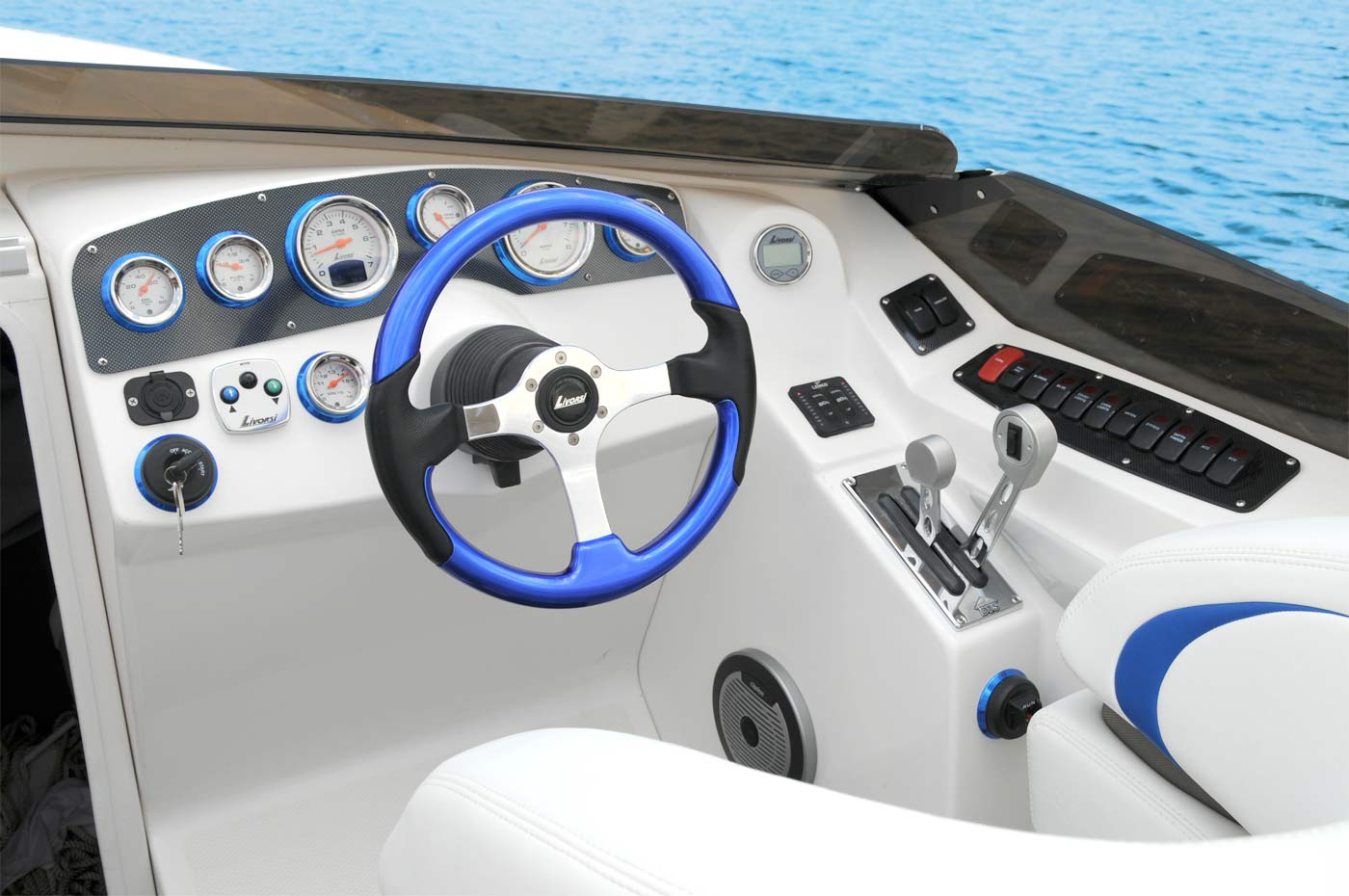 Standard dash equipment, Livorsi gauges and offshore style levers and dropout bolsters. Checkmate Convincor 260.