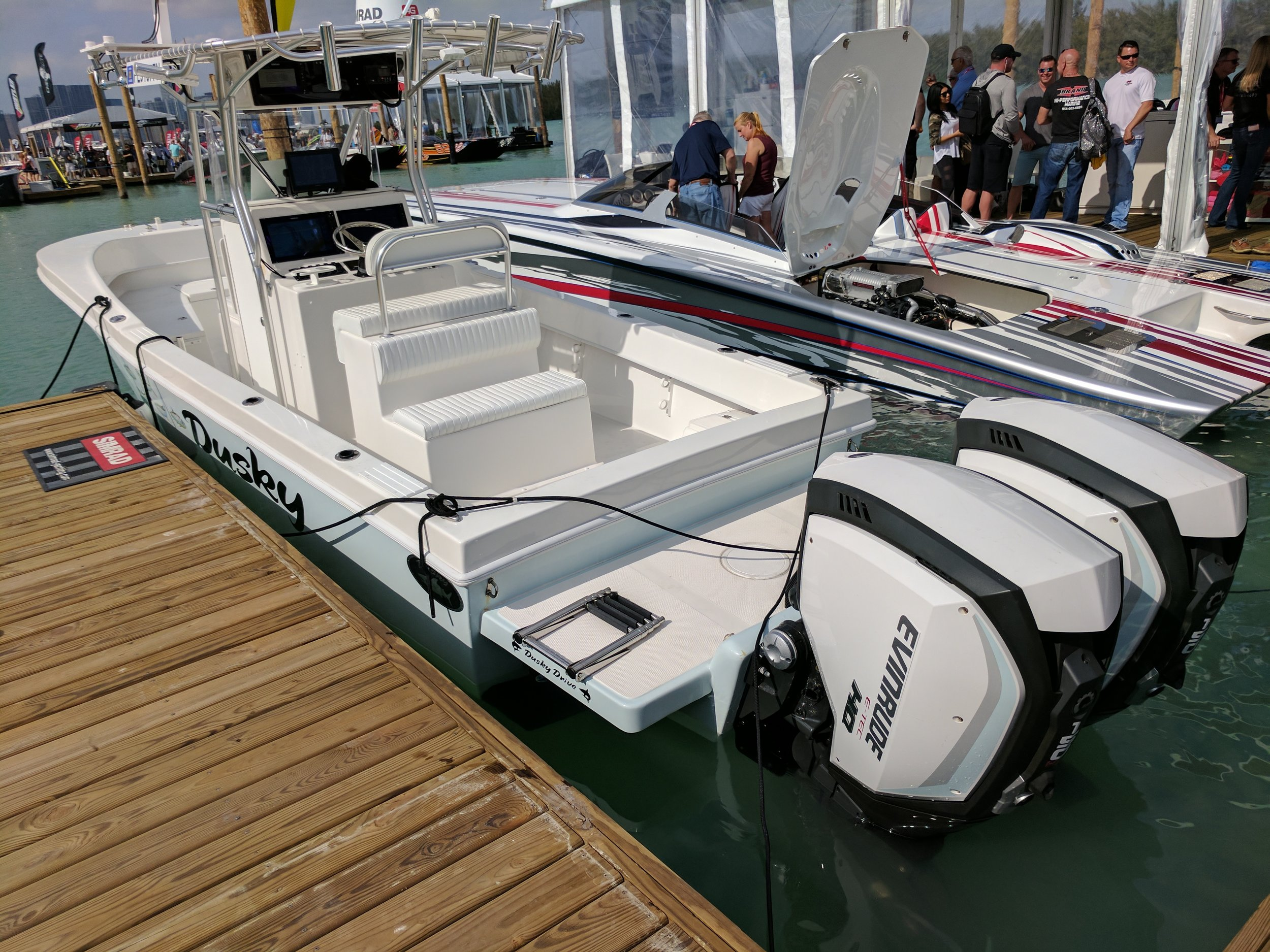 With the Evinrude G2 clean rigging, you get a very uncluttered transom and utility.