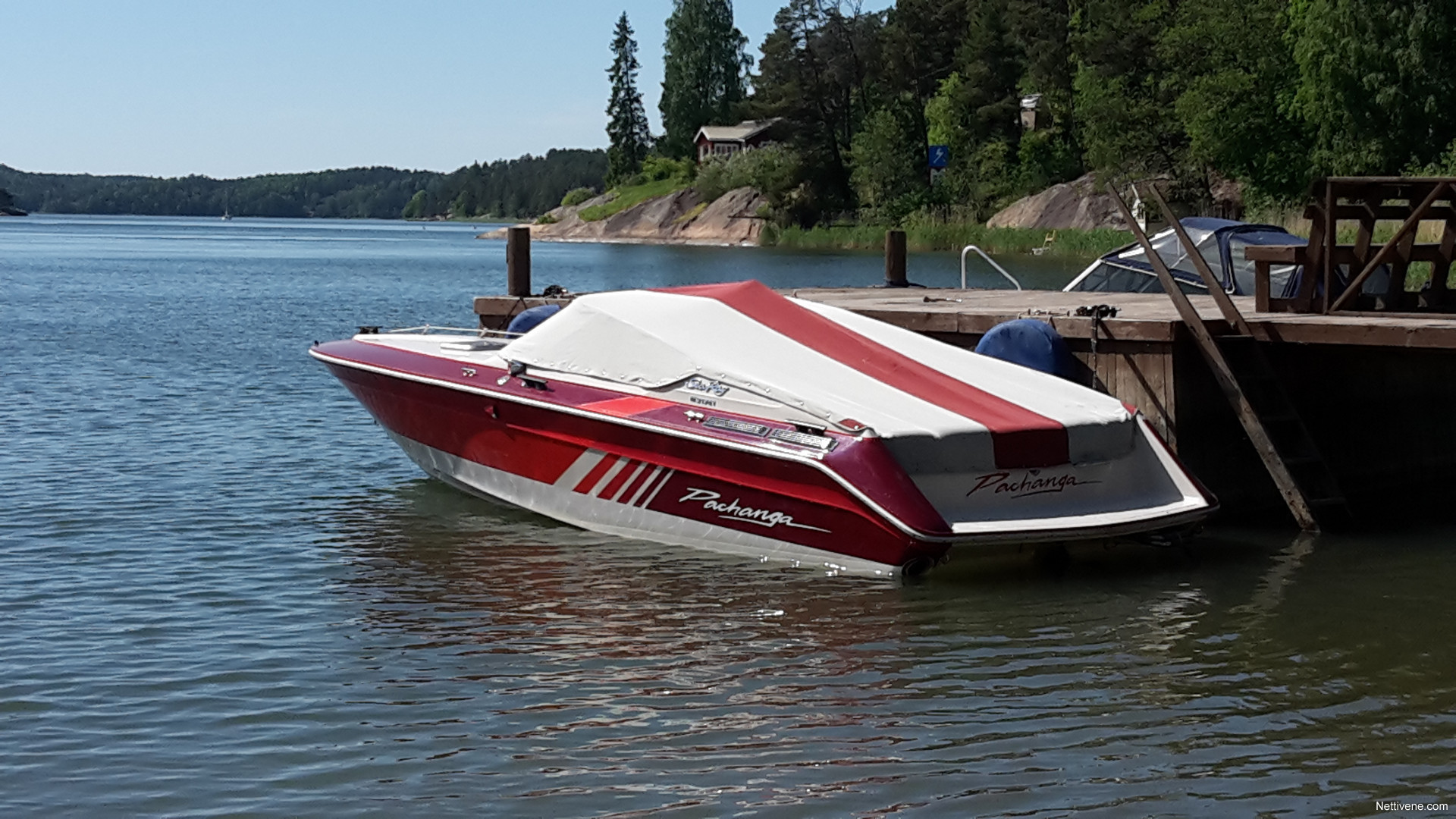 In the late eighties Sea Ray had a performance line called Pachanga, with a 22, 27 and 33. They were when Sea Ray was a powerhouse in the industry, but the brand has struggled in the last 15 years with no design direction and no exciting products.