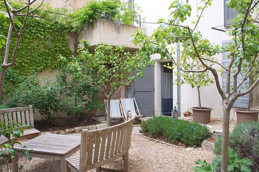 rental-apt-garden-1.jpg
