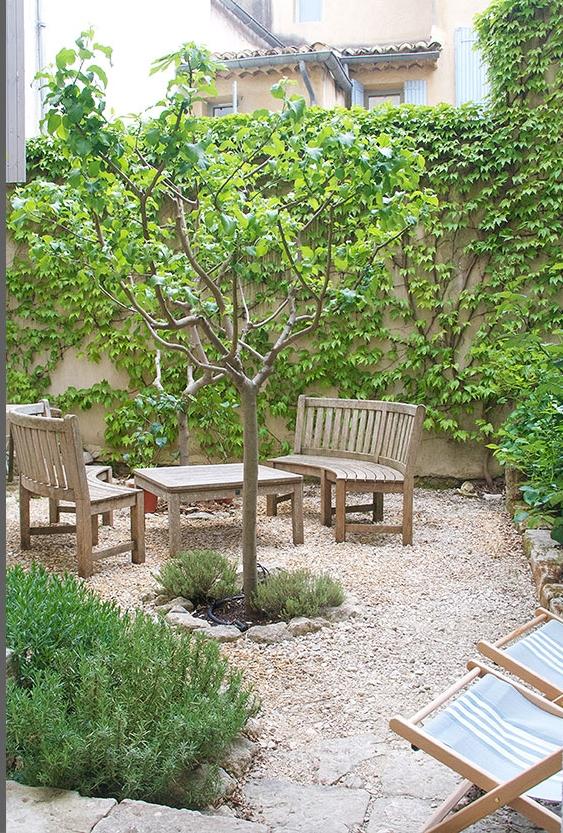 rental-apt-garden-2.jpg