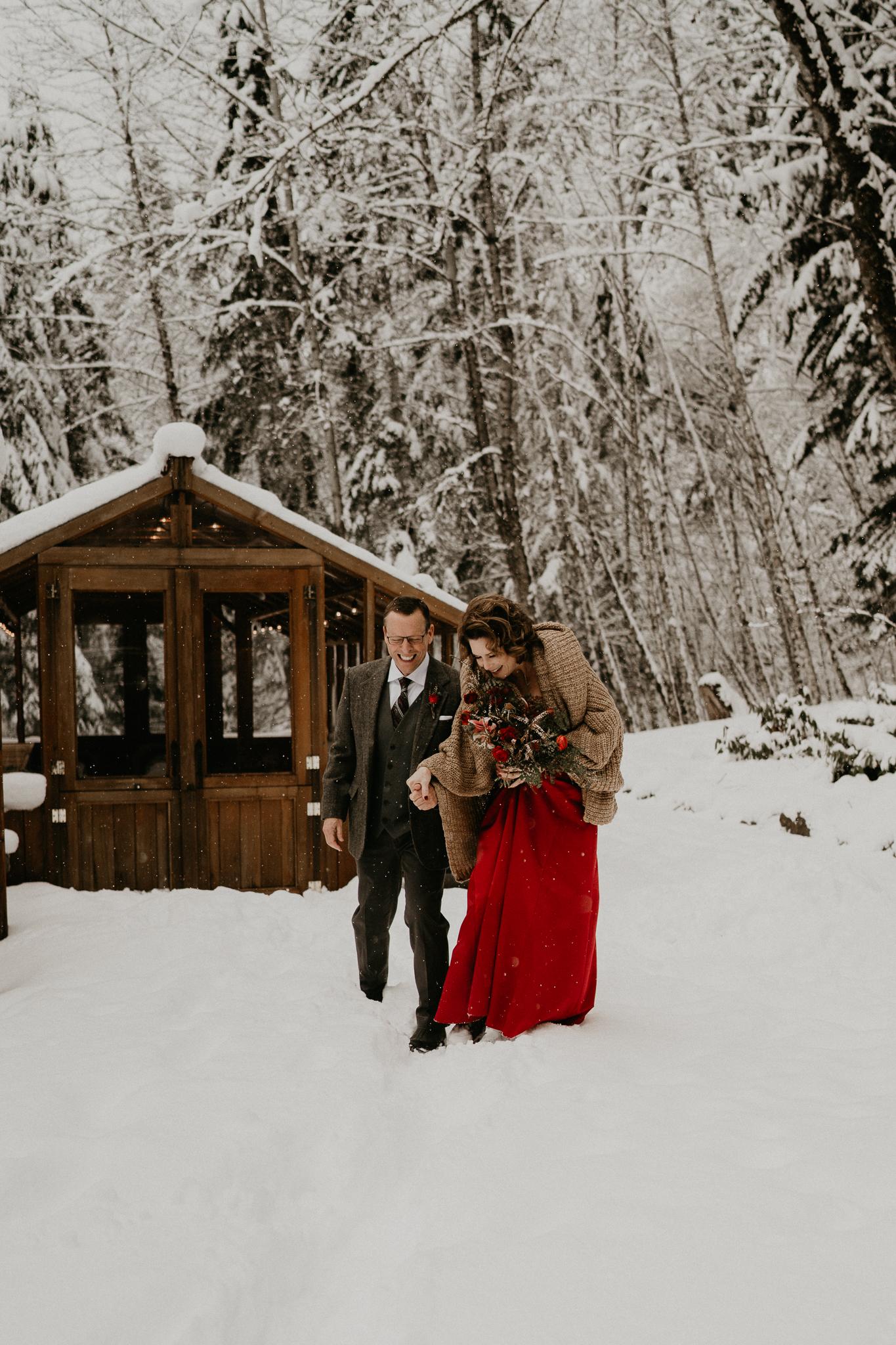 Mount-Rainier-Snow-Winter-Elopement-Adventure-Photographer2-22.jpg