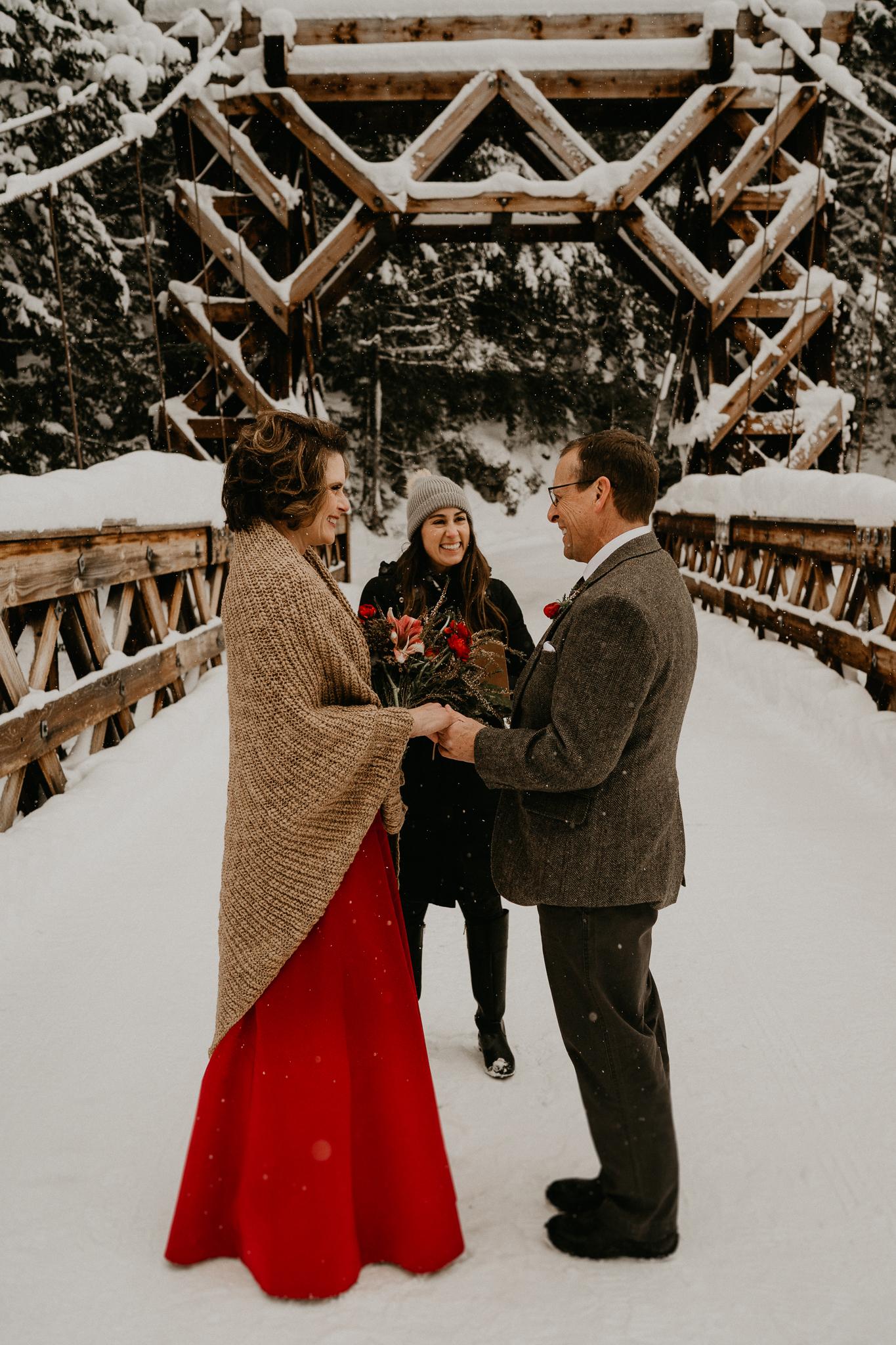 Mount-Rainier-Snow-Winter-Elopement-Adventure-Photographer2-36.jpg