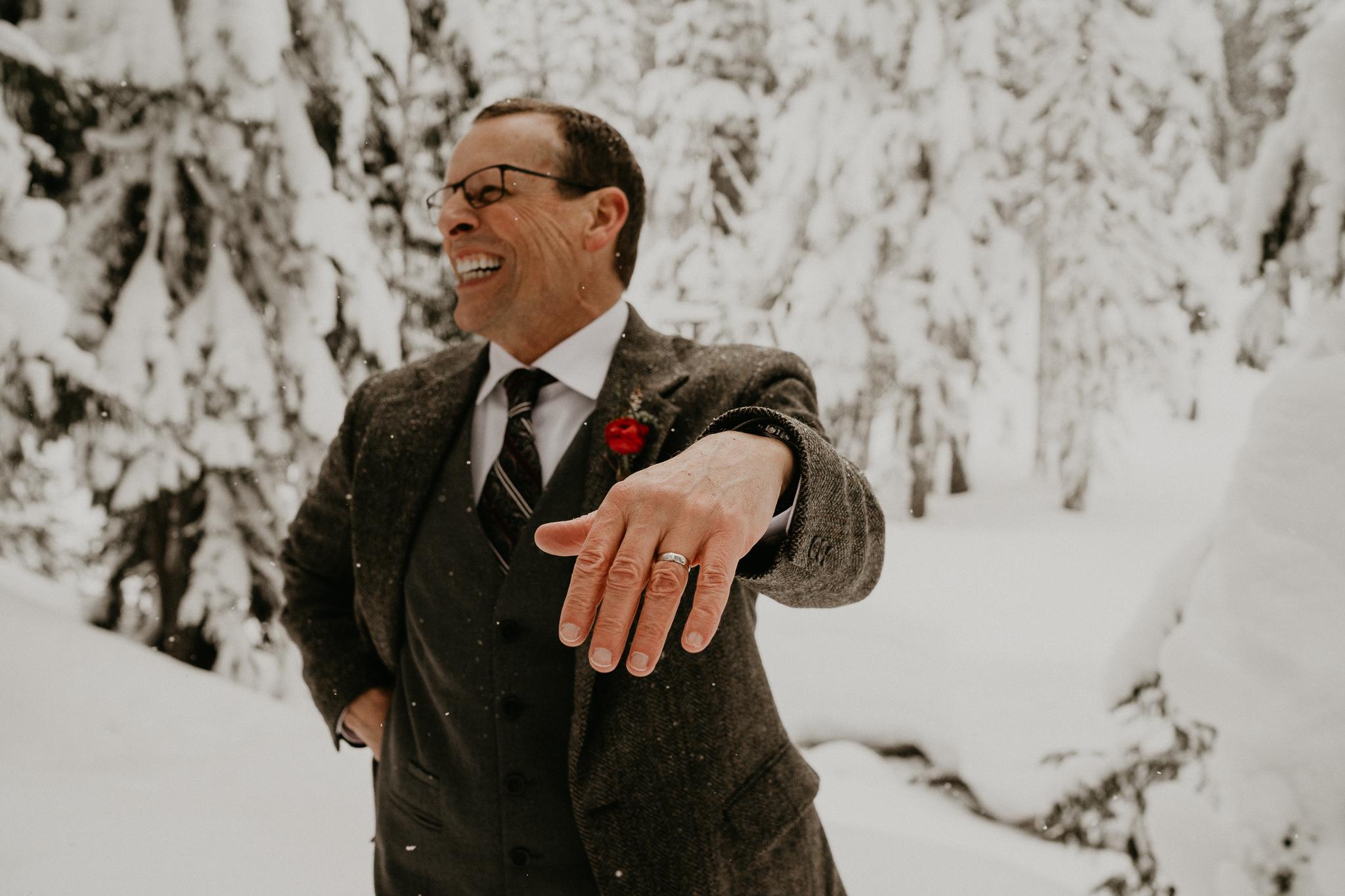 Mount-Rainier-Snow-Winter-Elopement-Adventure-Photographer2-65.jpg