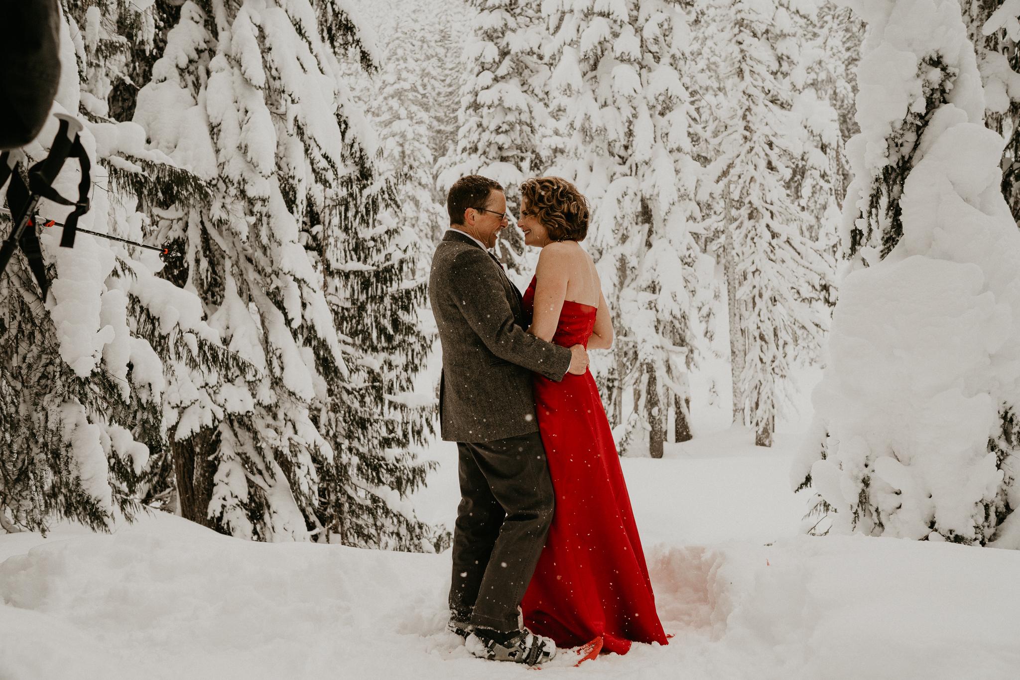 Mount-Rainier-Snow-Winter-Elopement-Adventure-Photographer2-67.jpg