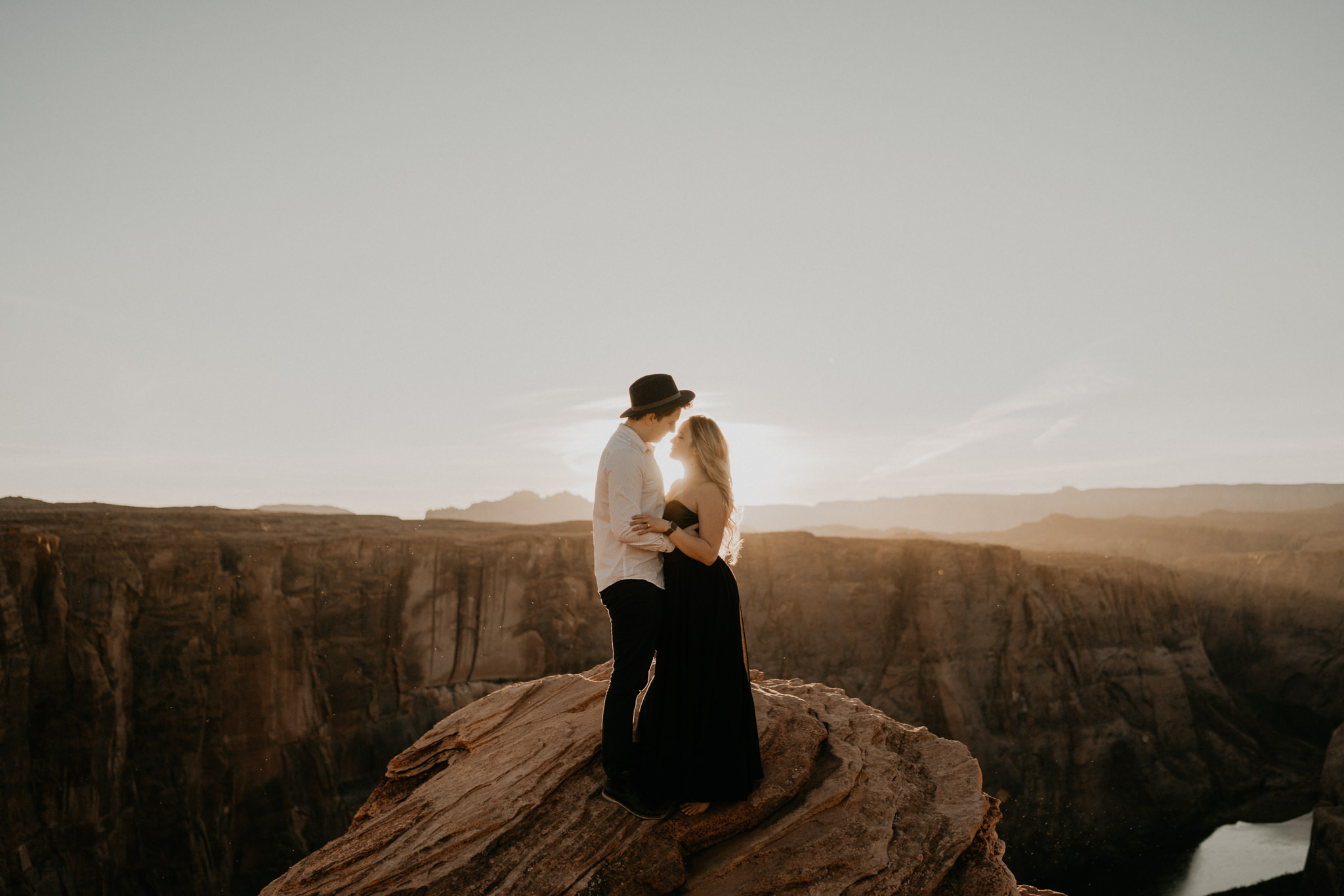 Couple kissed at horseshoe bend in Sedona Arizona for their elopement photography