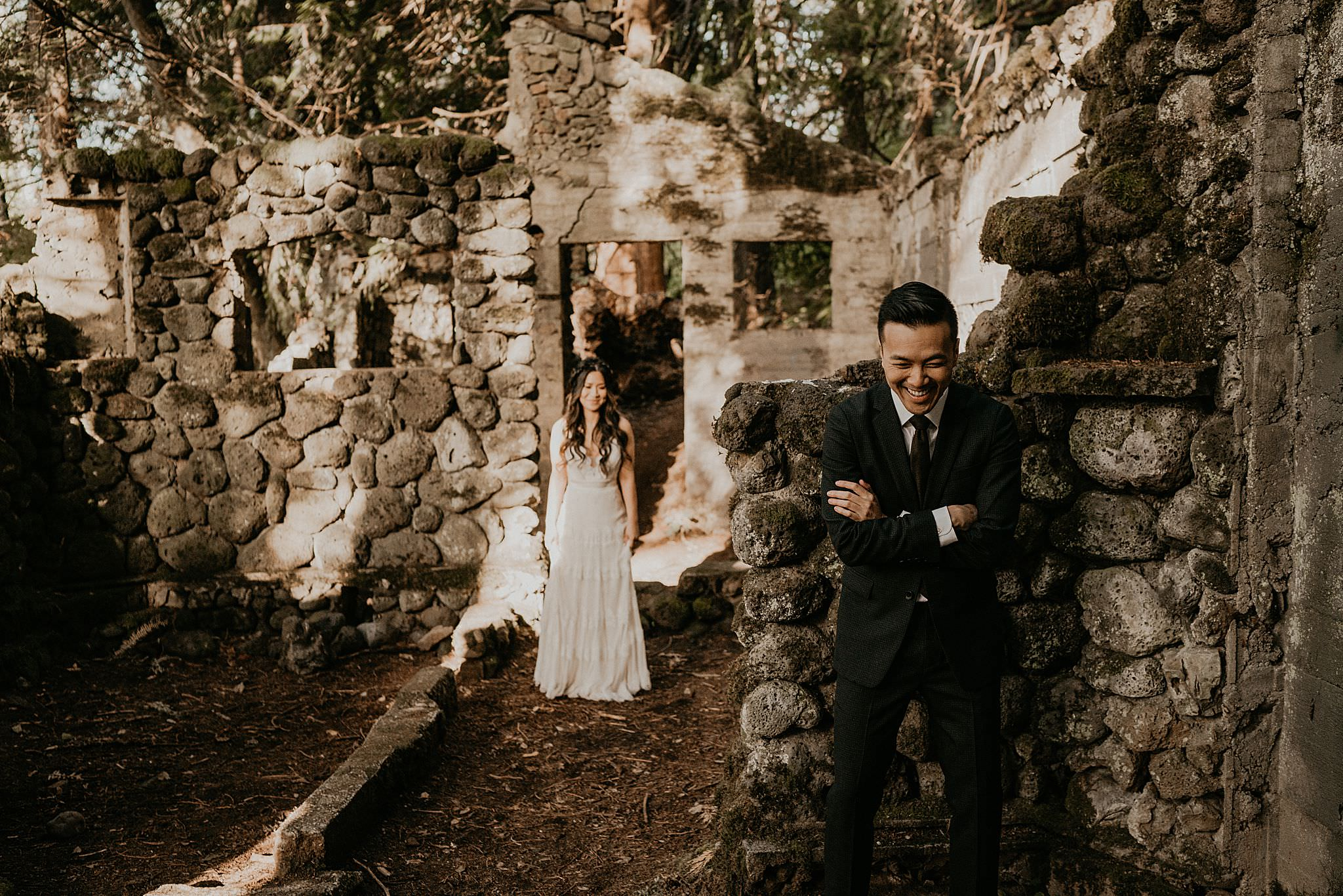 First look at Skamania Stone House for an adventure elopement. PNW Elopement Photographer