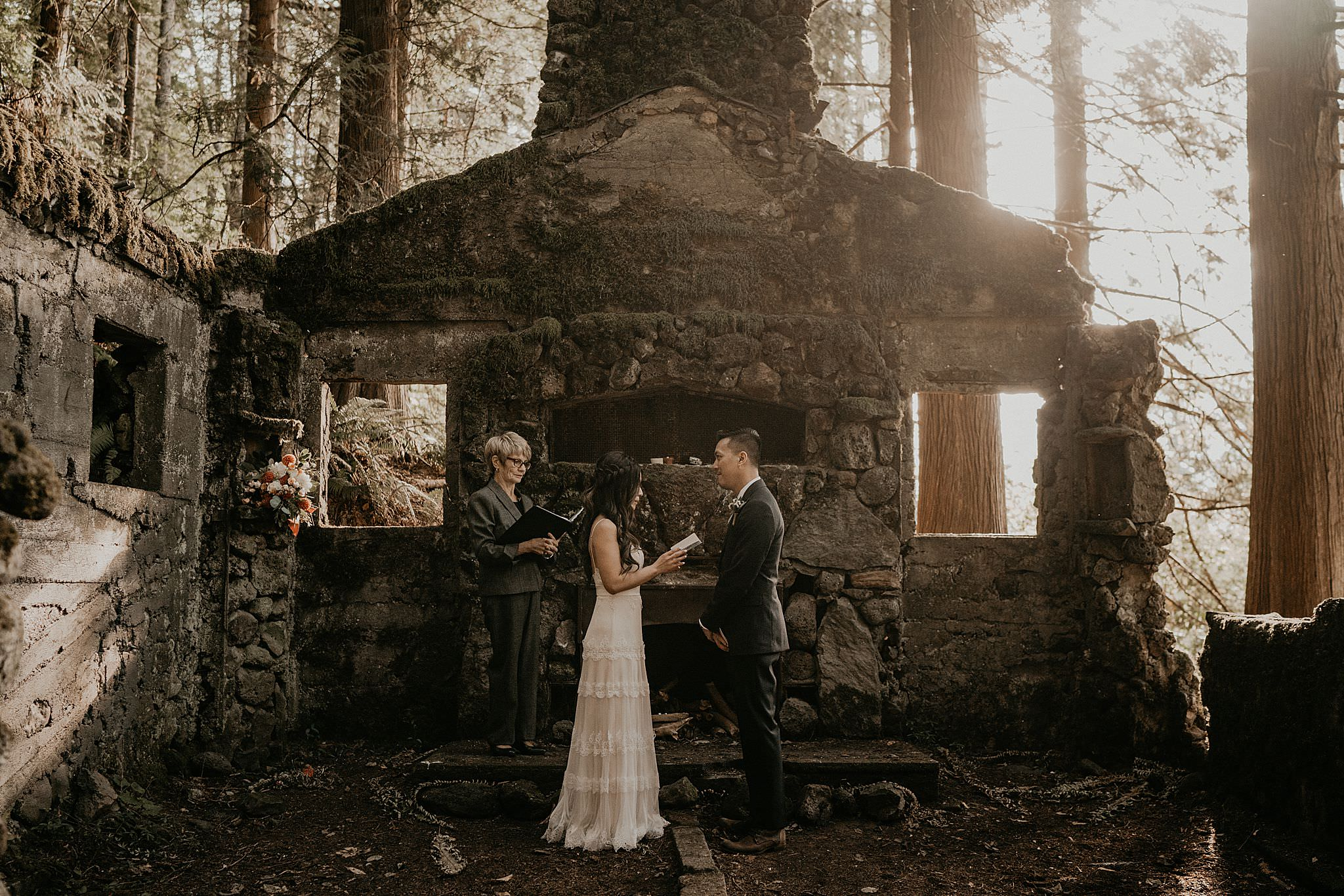 Skamania stone house intimate wedding and elopement