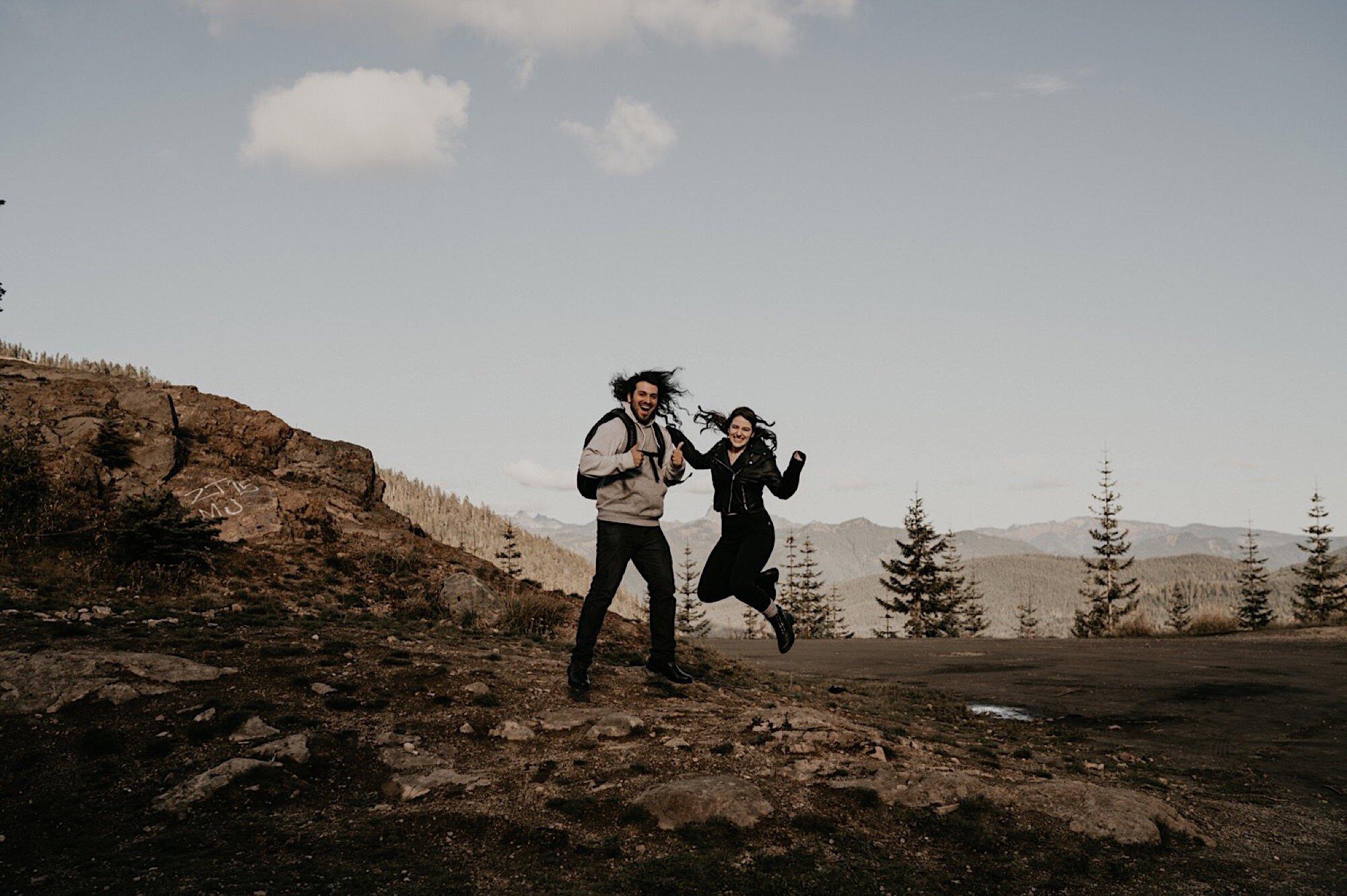 mount-rainier-hiking-adventure-elopement-03.jpg