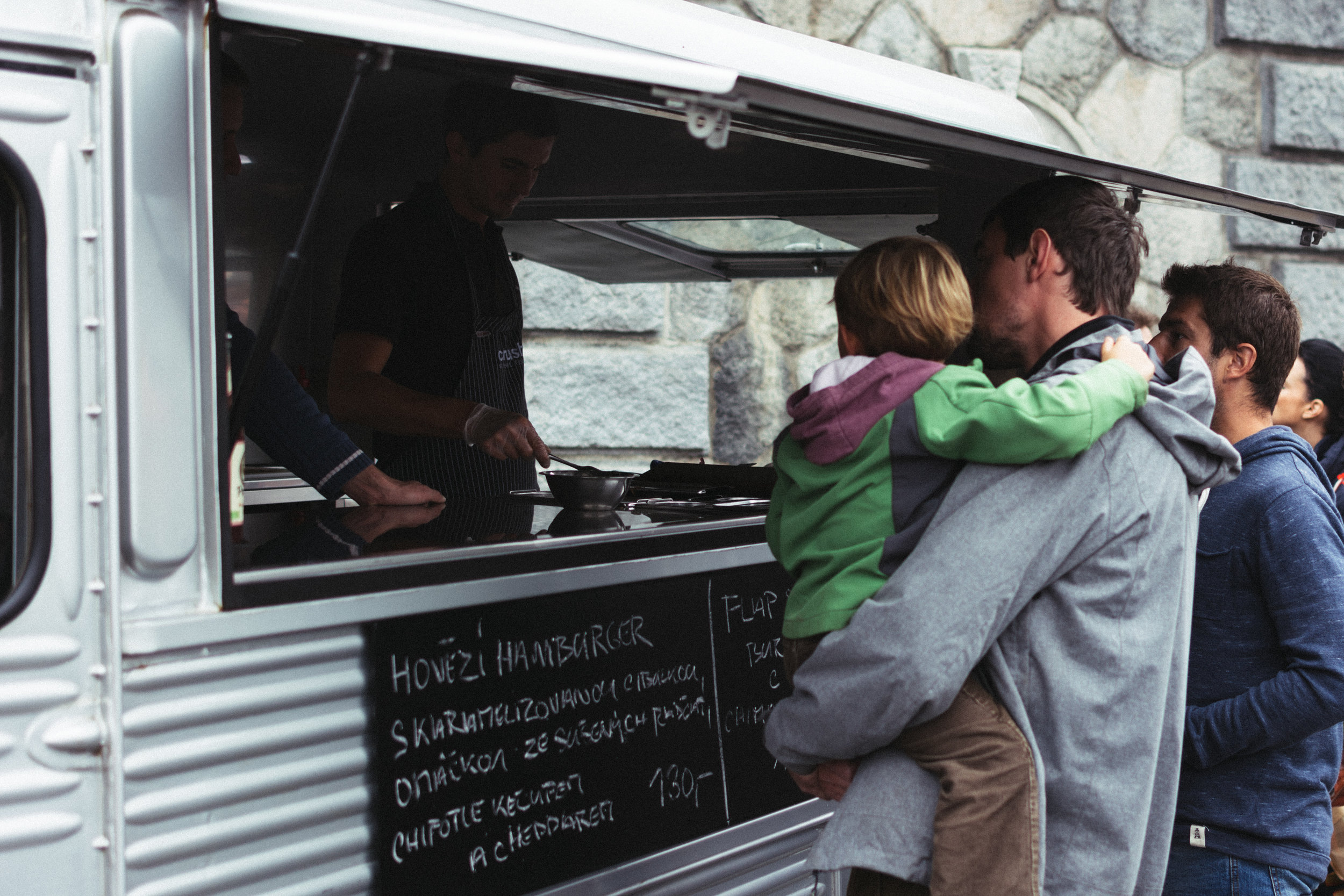 foodiesfeed.com_food-truck-with-beef-burgers.jpg