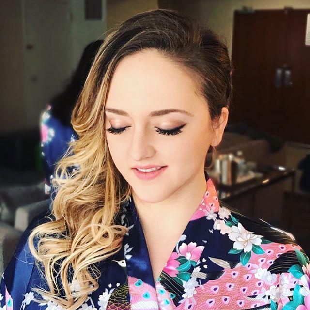 Stunning bridal look using @anastasiabeverlyhills Soft Glam Palette 🎨 Follow us + LIKE this photo if you love this look 👻👻 . . .  #realbride #ladymarry #outdoorwedding #2018bride #californiawedding #bridalportraits #weddingportraits #creativewedding #ladymarryweddings #softglampalette #softglammakeup #anastasiabeverlyhills #softglamlook #softglambride #bridalmakeuplook #eyeshadowpalette #bridalmakeuplookbook #uniquewedding #dopewedding #2018weddings #californiaweddingvenue