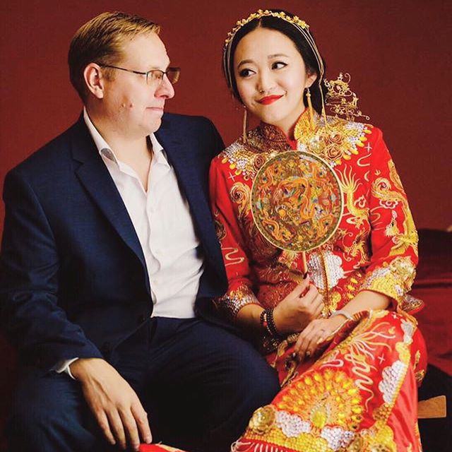 Story behind the tradition - The wedding gown and accessories. ⠀⠀ Chinese culture decoration means: ⠀⠀ - The bride was wearing a chinese traditional red wedding gown called 秀禾(xiuhe). Red means good luck and prosperity in the Chinese culture. The groom was wearing a western style suit, they still look perfect together! ⠀⠀ - 喜喜 wedding decoration means lifelong happiness. #darlingmovement #weddingseason #theknot #loveintentionally #featuremeoncewed #loveauthentic #intimatewedding #xiuhe #asianbeauty #realbride #2018bride #californiawedding #bridalportraits #weddingportraits #uniquewedding #dopeweddding #2018weddings #californiaweddingvenue #losangeleswedding #bayareawedding #luxurywedding #weddingdiy #exquisitewedding #ladymarryweddings