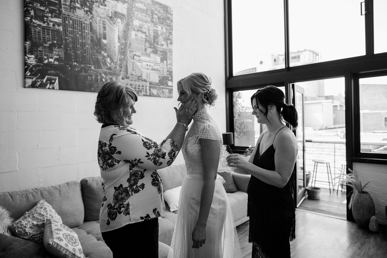 relaxed-wedding-photographer-melbourne-moondog-brewery-collingwood_0038.jpg
