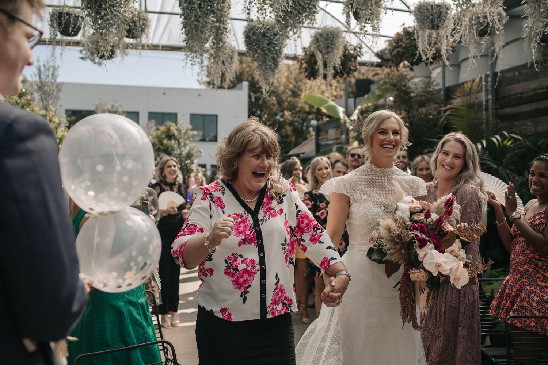 relaxed-wedding-photographer-melbourne-moondog-brewery-collingwood_0074.jpg