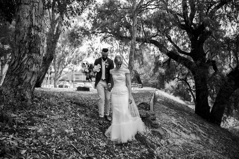 relaxed-wedding-photographer-melbourne-moondog-brewery-collingwood_0122.jpg
