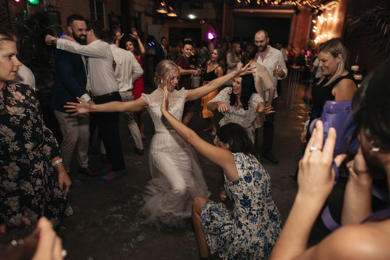 relaxed-wedding-photographer-melbourne-moondog-brewery-collingwood_0170.jpg