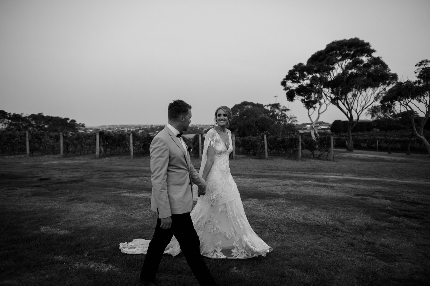 relaxed-wedding-photographer-melbourne-bellarine-peninsula-baie-winery_0120.jpg