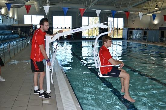 oxford-dipper-pool-hoist-with-portable-chair.jpg