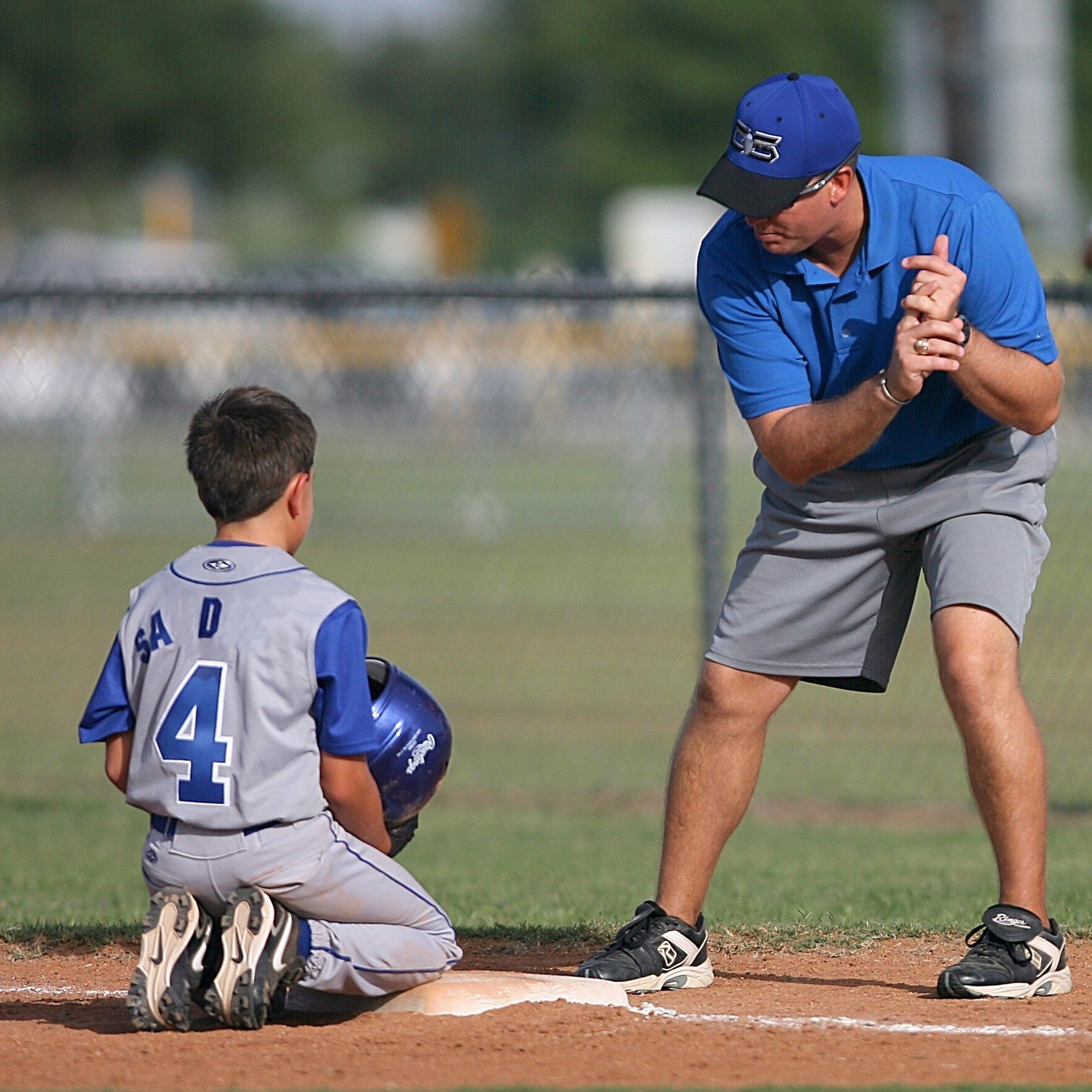 athlete-athletic-baseball-264337.jpg