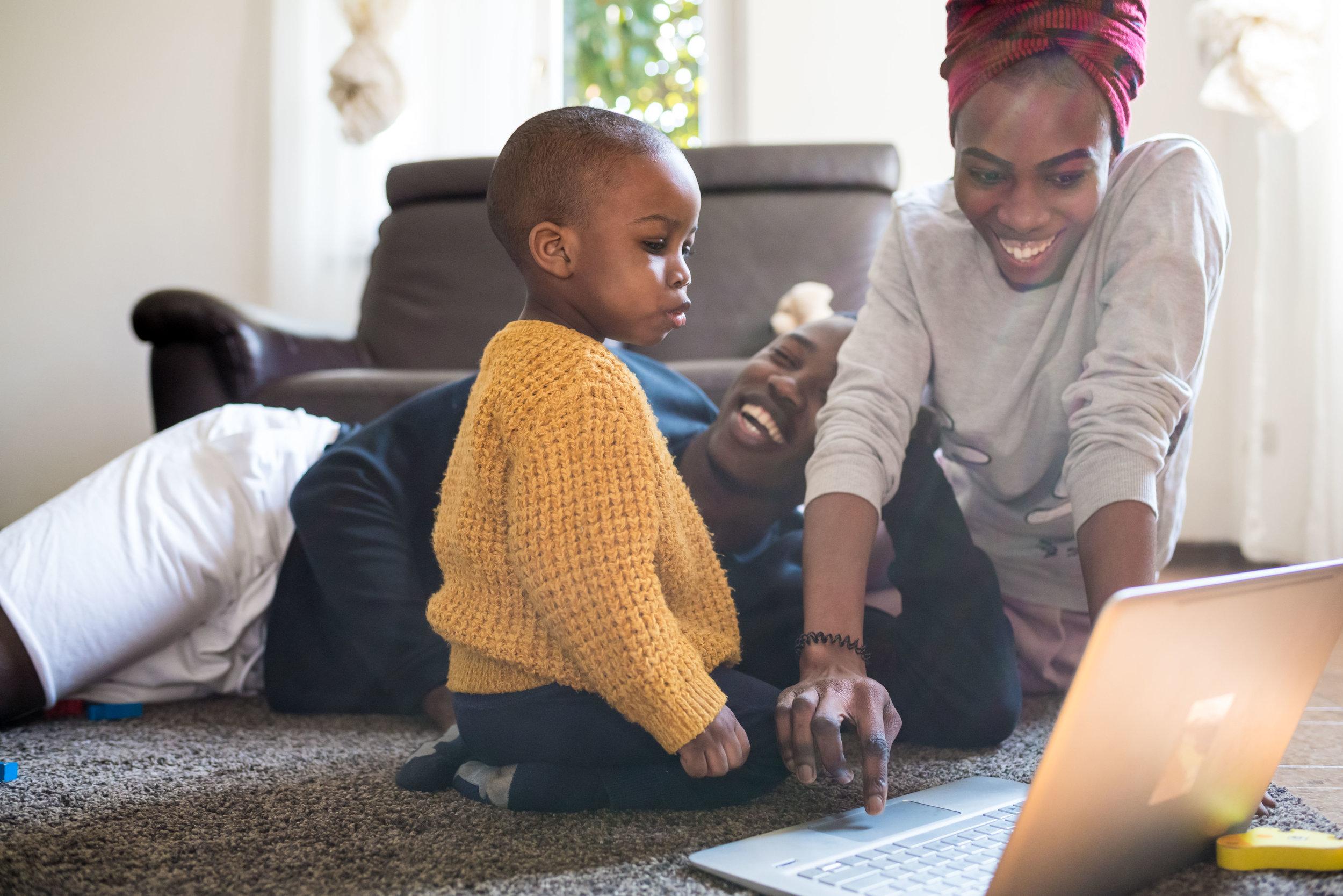 FAMILY - Hai mai pensato di regalarti (o regalare) un bel racconto di una giornata con la tua famiglia? Ti offro la possibilità di avere immagini uniche, vere, naturali e bellissime dei tuoi momenti migliori con la tua famiglia! contattami ora per un preventivo gratuito!