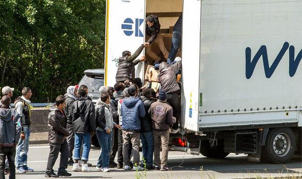 migrants-Calais-592988.jpg